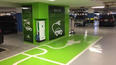 Vagas para carros elétricos no shopping Pátio Paulista.