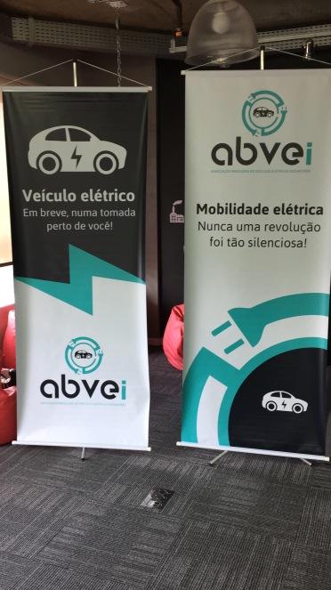 Quando os banners ficaram prontos, senti que a coisa ficou séria de verdade. E o logotipo da ABVEi ficou lindão.