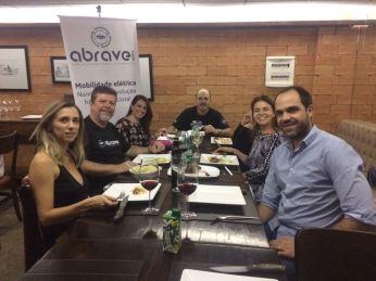 Turma da ABRAVEi e Zotye jantando 2.